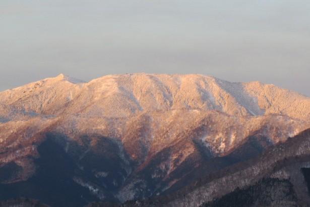 紅く染まった弥山と八経ヶ岳