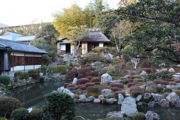 等持院の裏庭の石組み